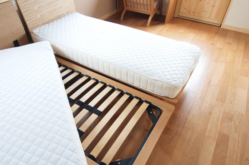 ただ、ベッド ...